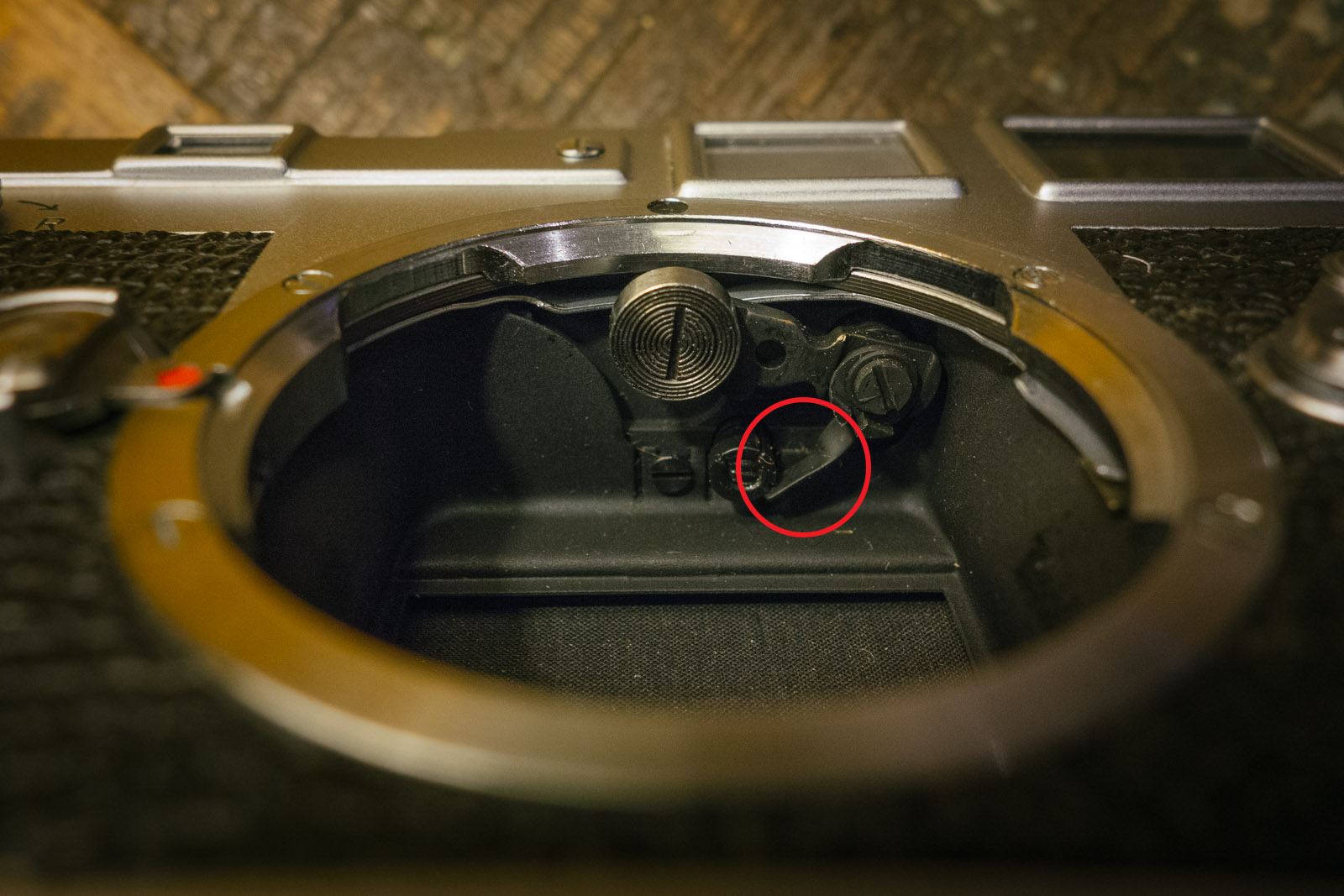 Modifying a Leica M3 to close focus past 1 metre