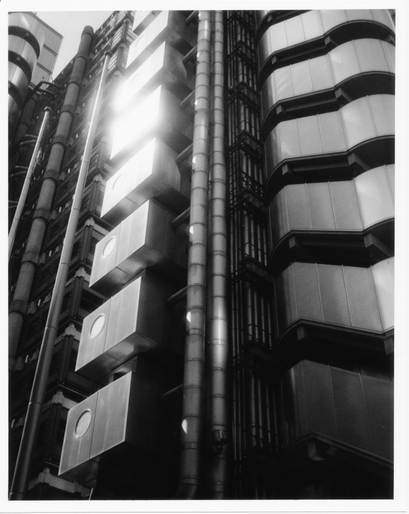 Architectural Flare - Olympus 35 Trip - Lucky SHD100 - zzpza