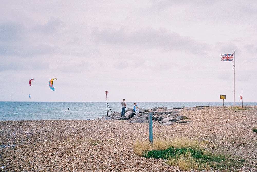 Seashore photographed with Contax T2
