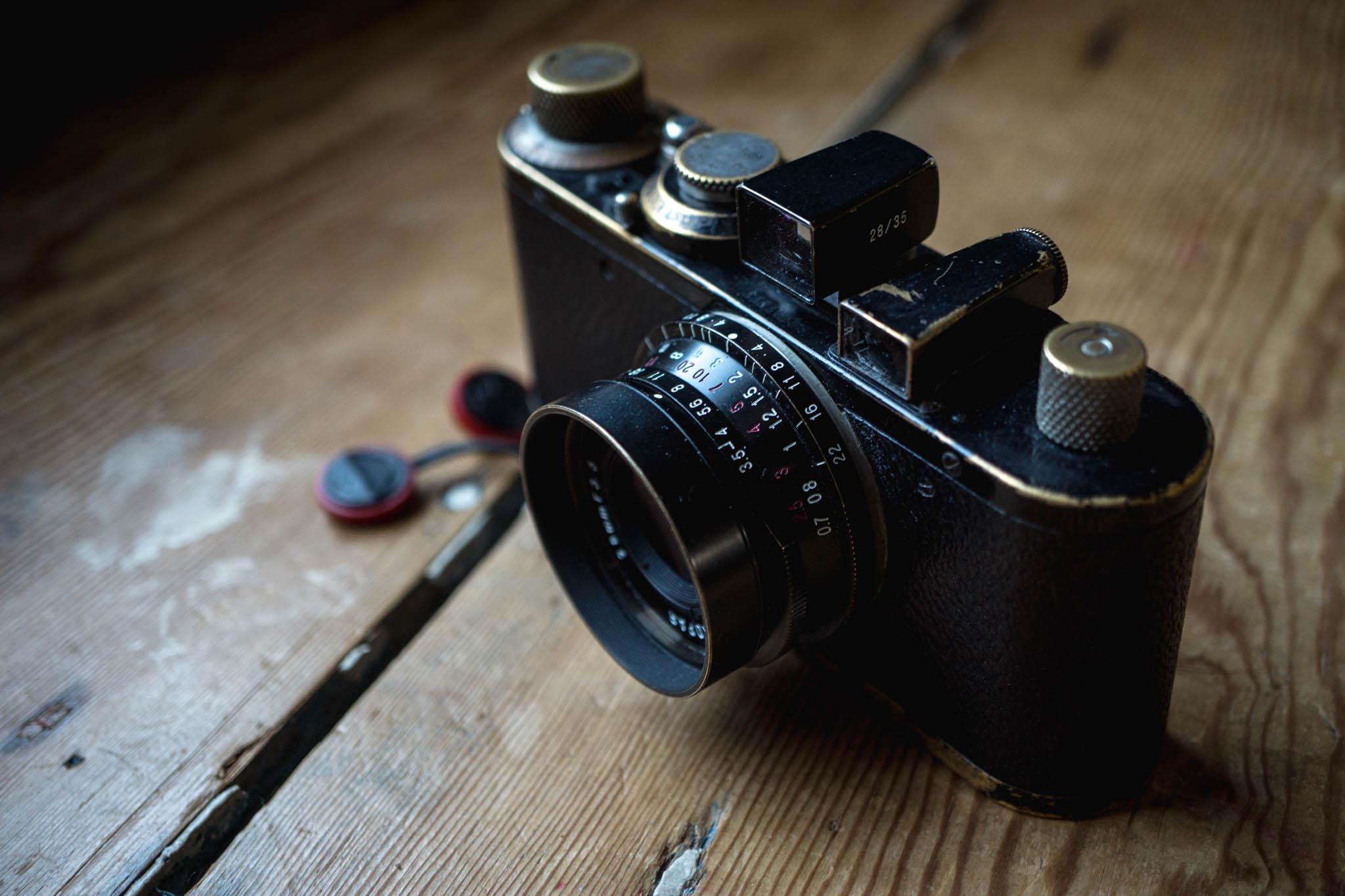 Voigtlander 28mm f/3.5 Color-Skopar on leica standard