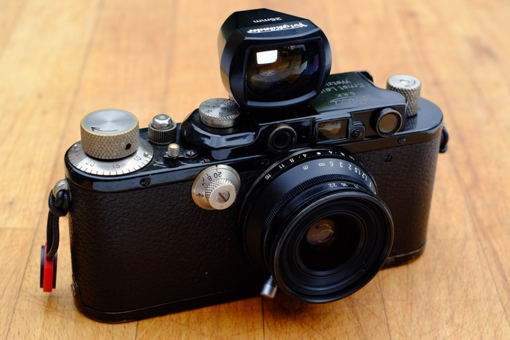 Voigtlander Snapshot Skopar 25mm LTM looking quite at home on a Leica III from 1936