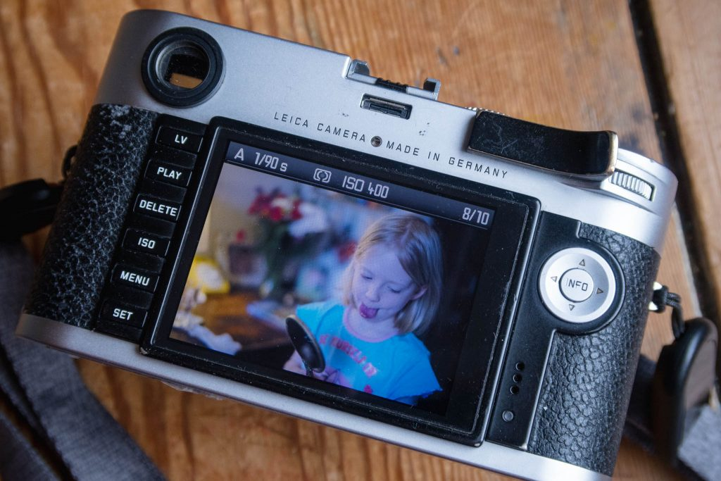 Leica M240 screen colour