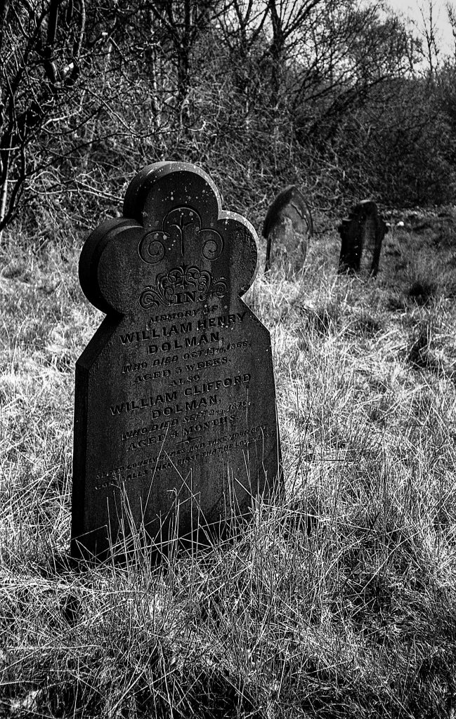 hotograph of head stone