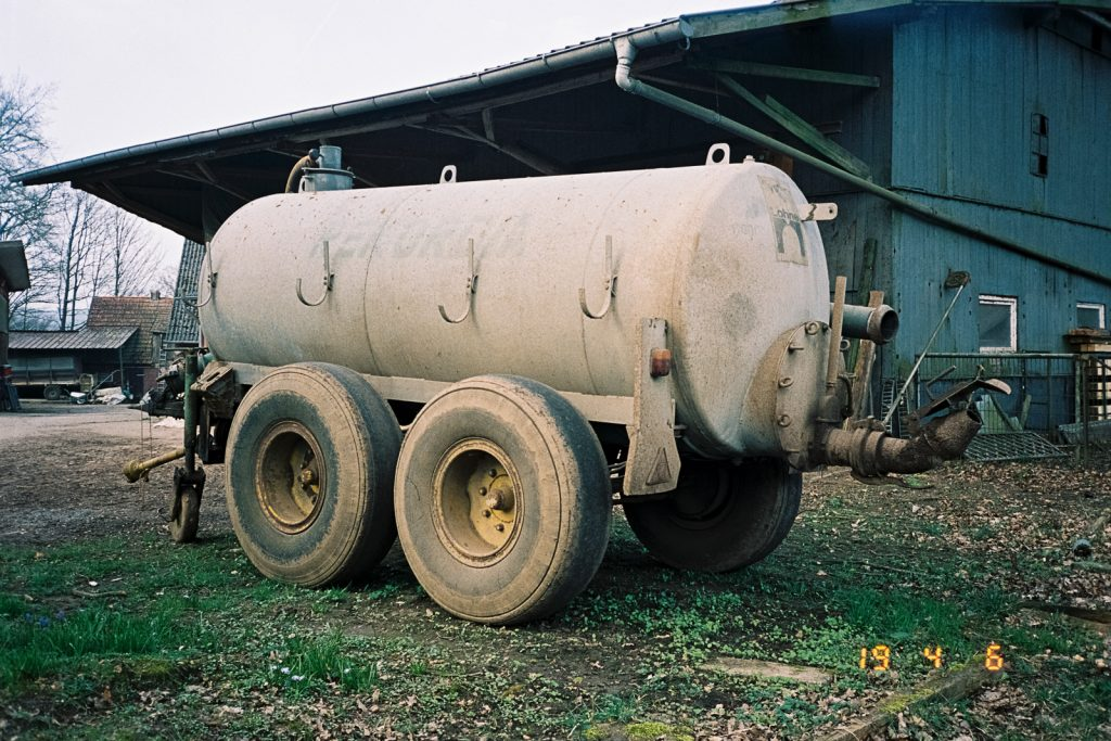 A grey tank car for liquid manure.