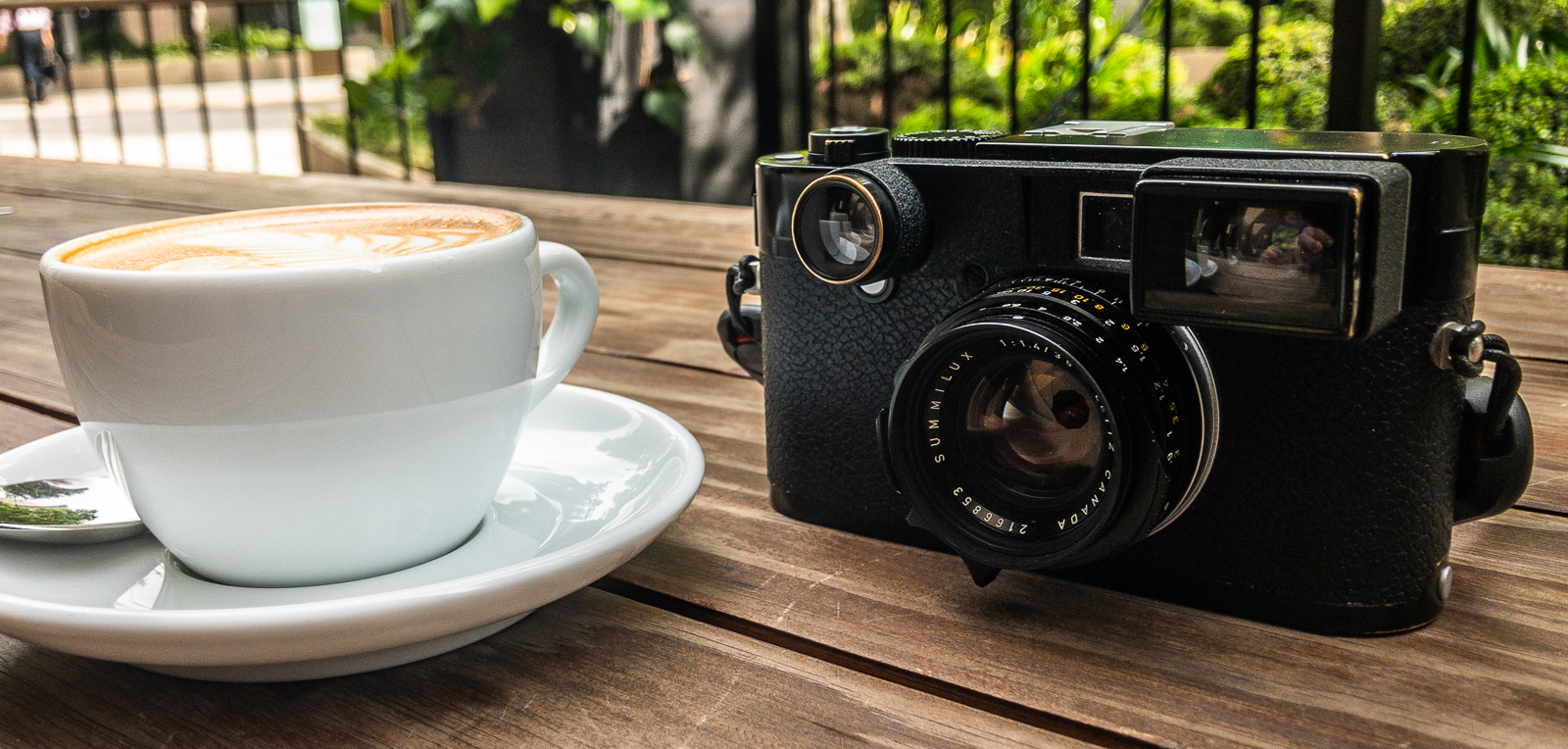 5 Frames with a First-Gen Leica Summilux 35mm f/1.4 Wide Open and a Leica M240 – by Steven Bleistein