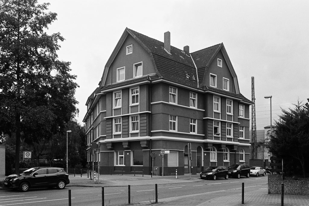 Residential house located in Hannover shot on Ilford FP4plus film.