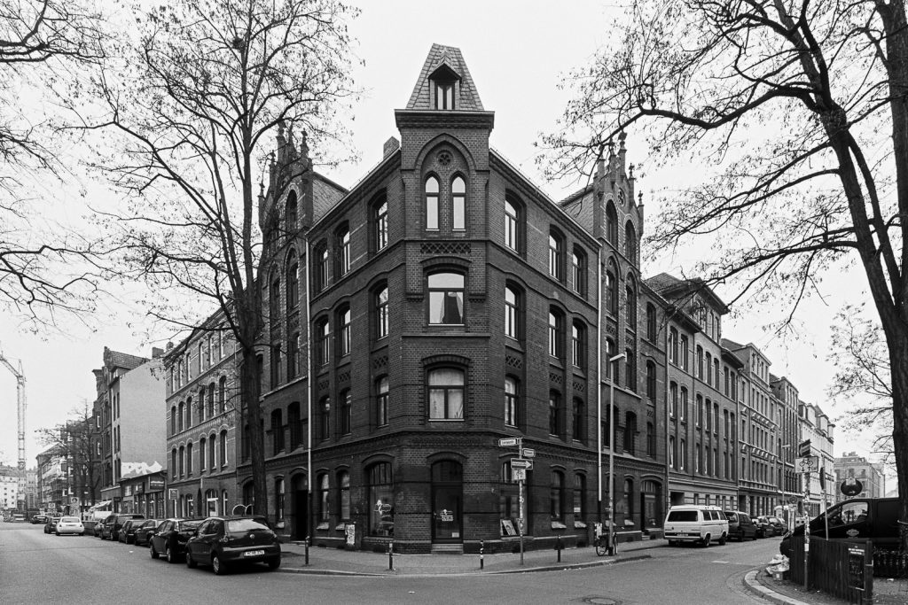 Photograph of a Gründerzeit house located Linden quarter in Hannover, Germany.