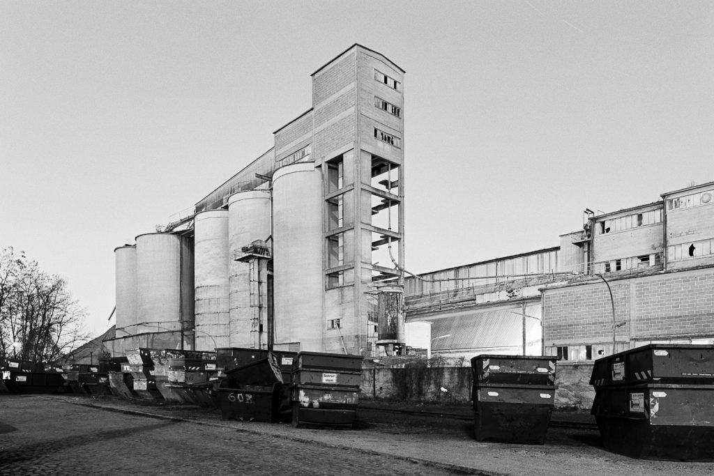 Black-and-white photograph of an abandoned cement works located at Misburg in Hannover (Germany).
