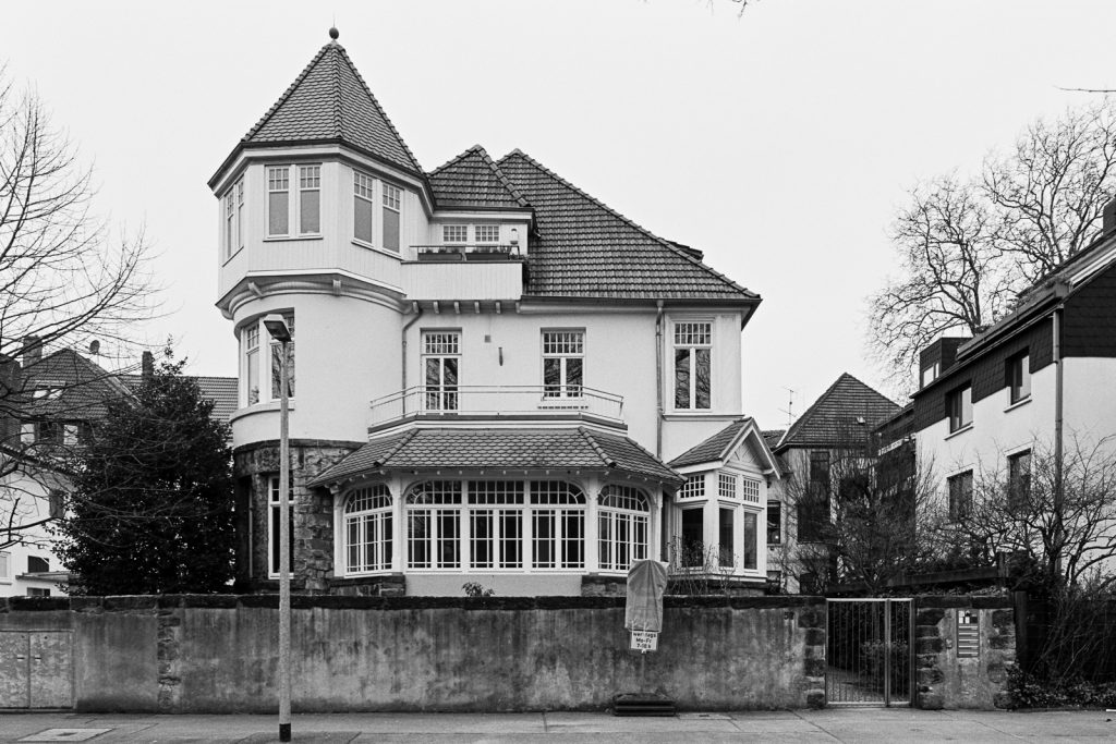 Black-and-white photograph of a prestigious mansion located at Zoo quarter in Hannover, Germany.