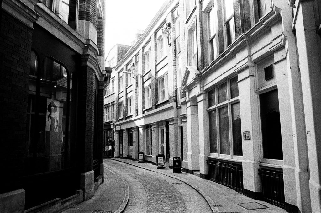 London curved street