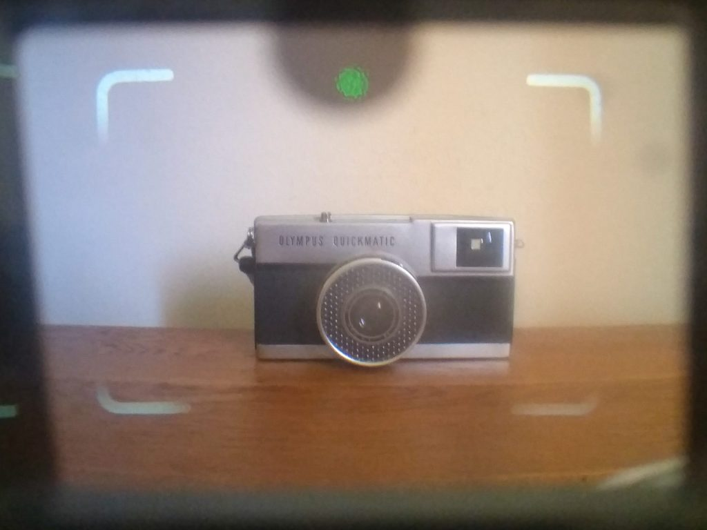 Agfa Optima viewfinder showing a green light indicating a good exposure is possible