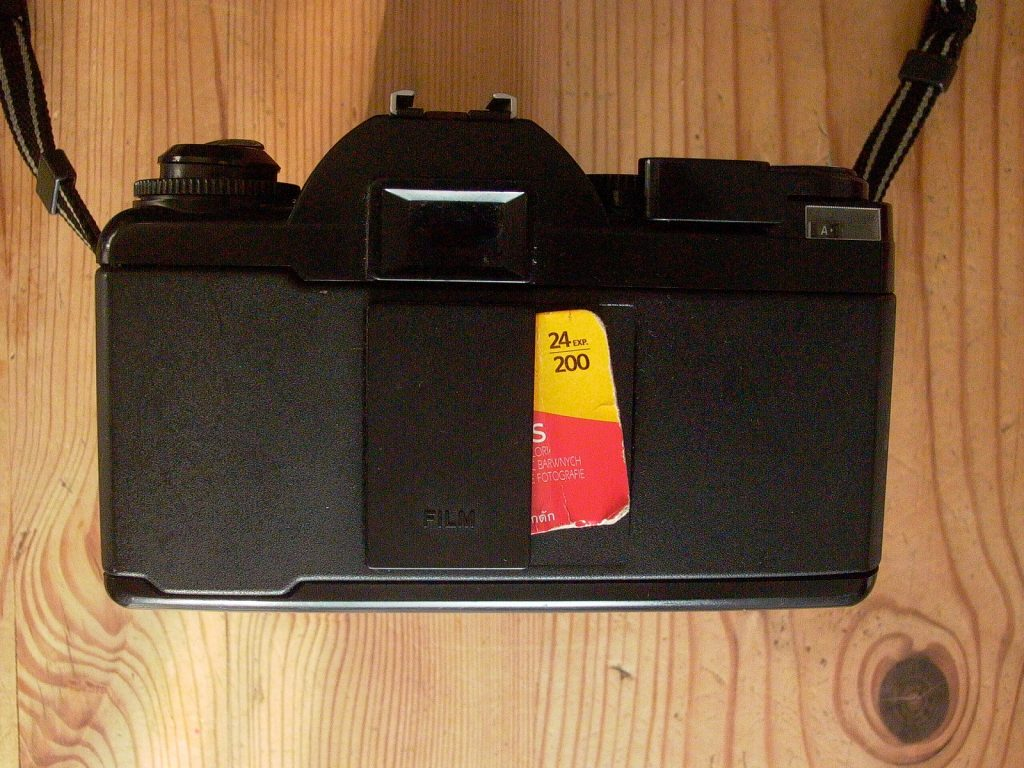 photo of the rear of a selectronic 2 camera